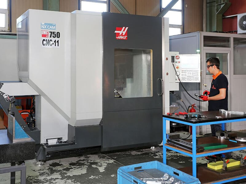 HAAS UMC 750 CNC MACHINE